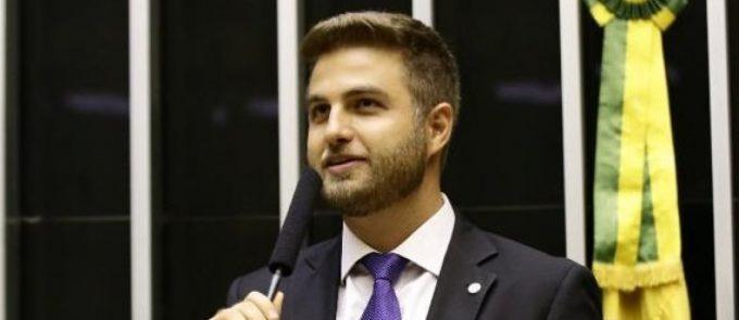 Deputado Wladimir Garotinho consegue respiradores para hospitais de Campos