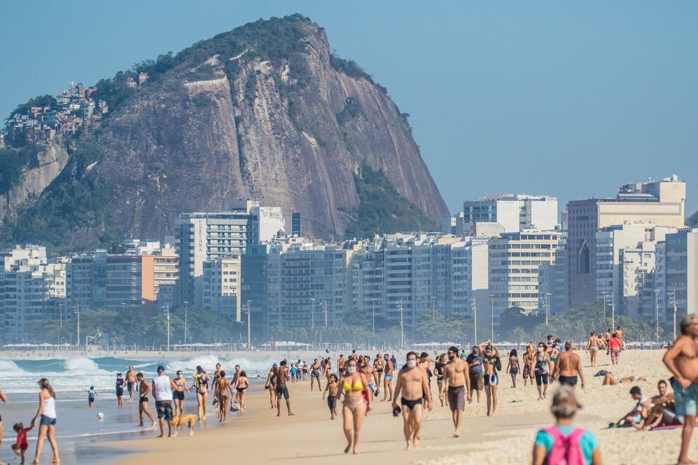 'Fase 5': Rio libera banho de mar e ambulantes, mas ficar na areia da praia segue proibido