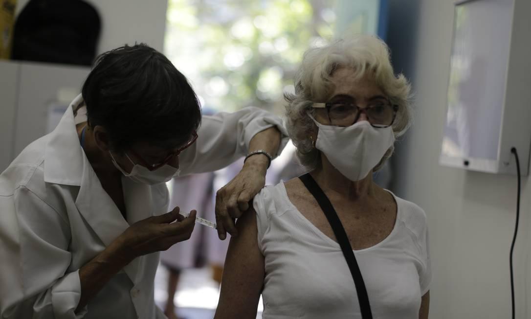 Rio começa a vacinar idosos em geral na segunda-feira; veja calendário