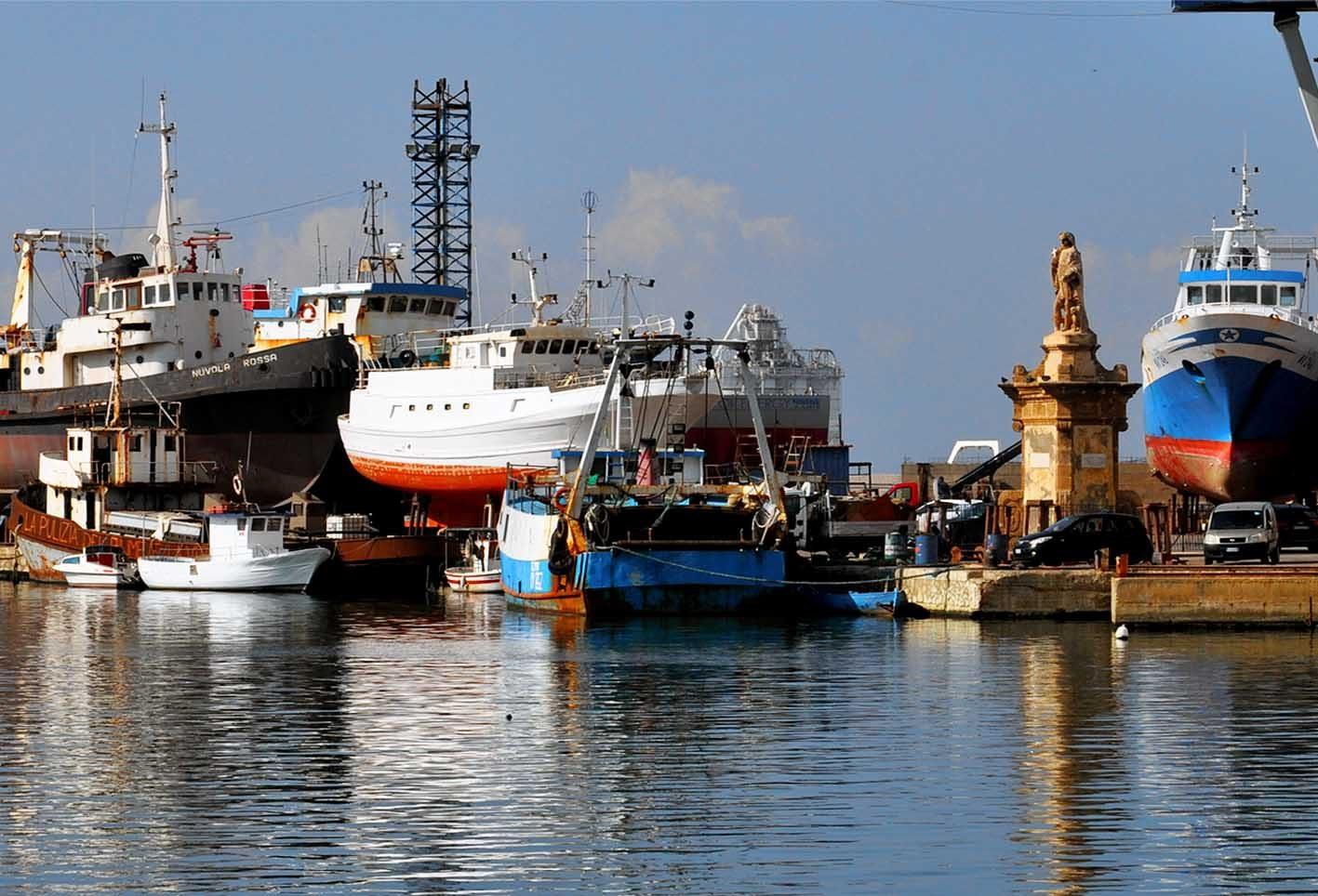 Crisi della marineria: è tutta colpa dell'Europa? Proposte, analisi e  accuse di Corrao, Tancredi e Carlino - Itaca Notizie