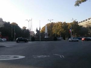 Bandiere della Francia in Plaza de Cibeles il 16 novembre 2015.