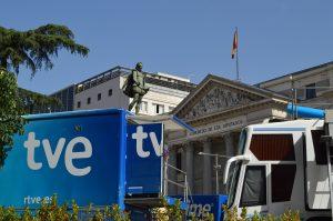 Camion della RTVE (Radio TV di stato spagnola) davanti al Parlamento (24 giugno 2016)