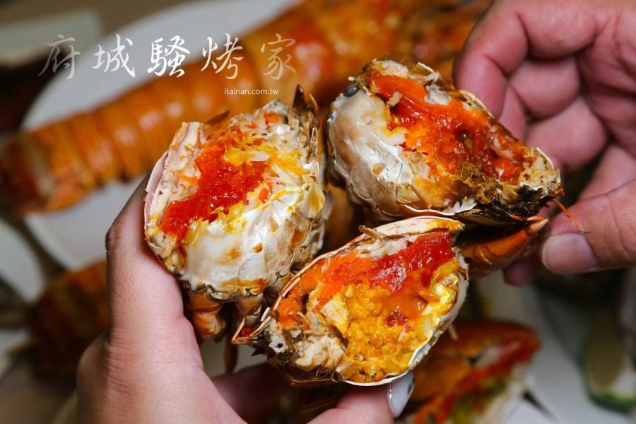 台南唯一!!一年365天都可以吃到的新鮮烤螃蟹,滿滿蟹黃超邪惡!現烤龍蝦特獨特香氣一隻只要600元「府城騷烤家」