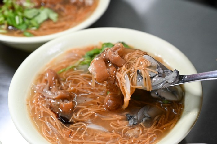 屏東車城福安宮 村長的田 漁村古早味小吃 洋蔥大腸蚵仔麵線