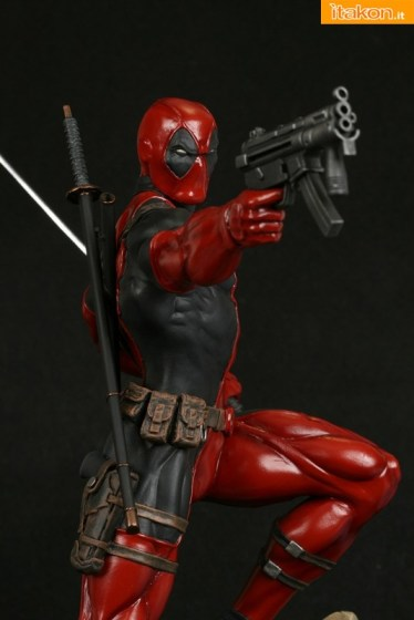 Bowen Designs: Deadpool Action Statue - In Preordine
