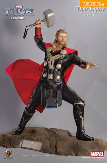 Thor Life-Size Figure di  Beast Kingdom Toys  (4)