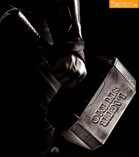 Marvel Comics: Thor Hammer Prop replica 1/1 di Lager Toys - Immagini Ufficiali e costo