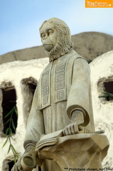 Planet-of-the-Apes-Lawgiver-Statue-004