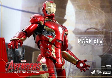 Hot Toys MMS300D11 Iron Mark XLV  (1)