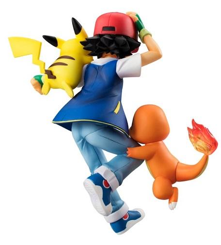 Satoshi accompagnato da Hitokage (Charmender) e PikachuG.E.M. disponibile da Maggio 2016 ad un prezzo di 5500 Yen