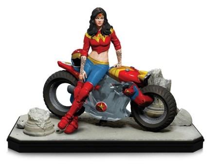 Gotham-City-Garage-Wonder-Woman-Statue