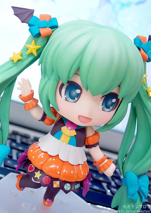 Miku Pumpkin Co-de GSC Nendoroid pics 05