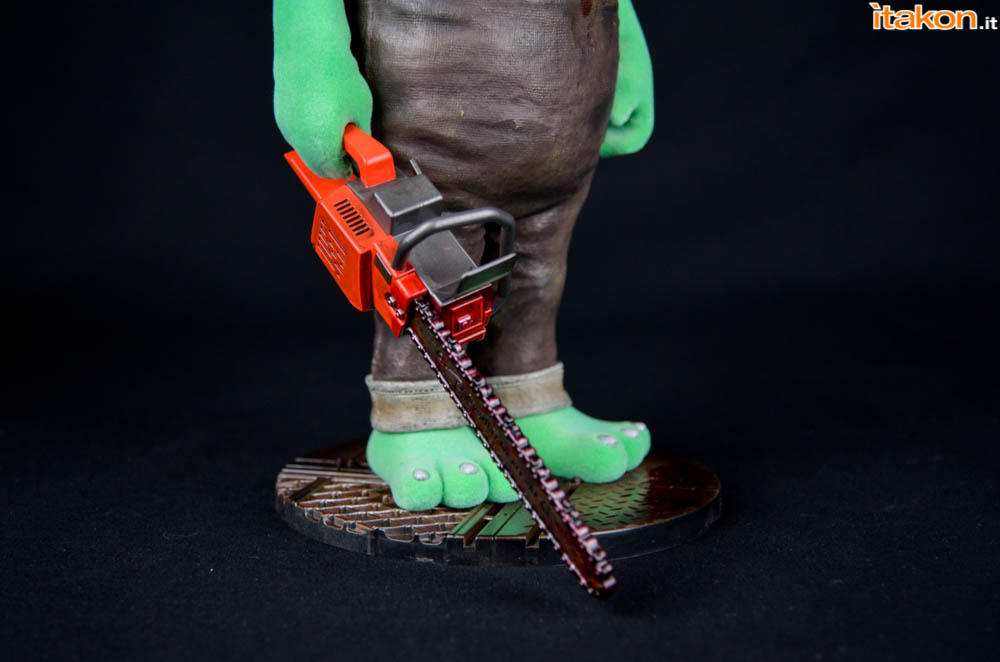 Gecco_Robbie_The_Rabbit_Chainsaw (2)