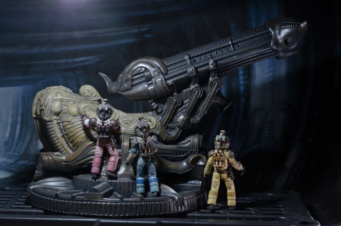 NECA-Alien-Foam-Space-Jockey-003
