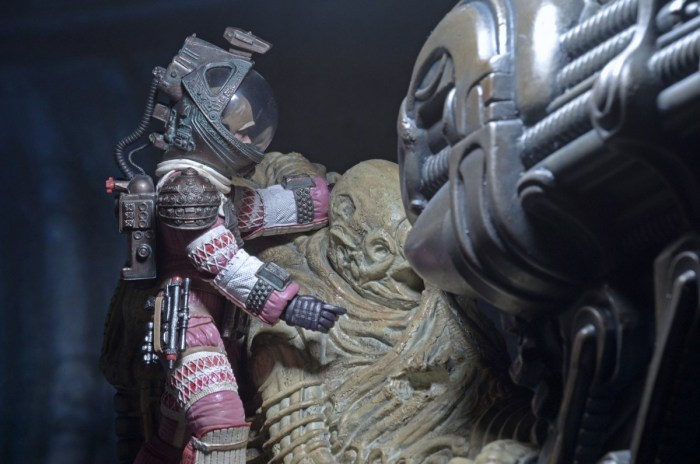 NECA-Alien-Foam-Space-Jockey-006