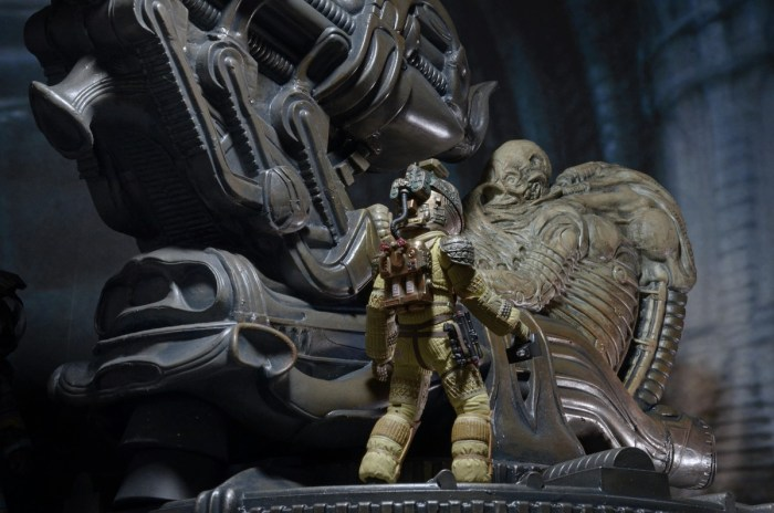 NECA-Alien-Foam-Space-Jockey-009