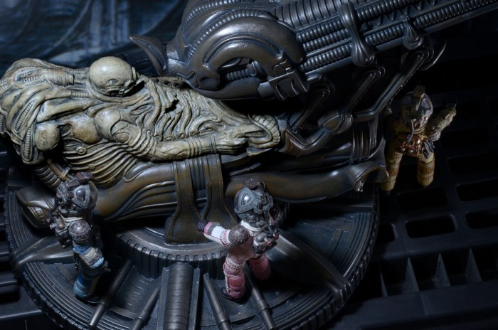 NECA-Alien-Foam-Space-Jockey-016