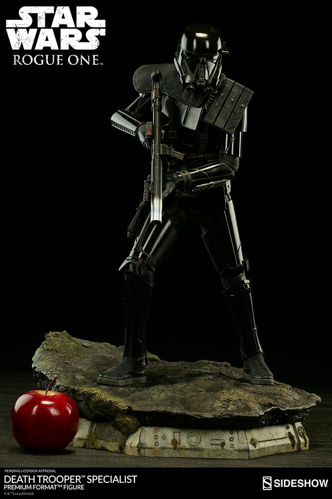 star-wars-rogue1-death-trooper-specialist-premium-format-300530-05