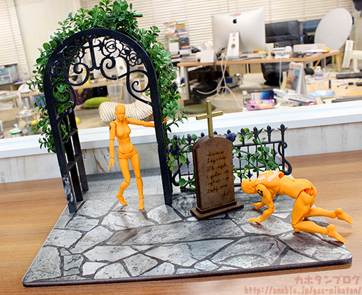 1/10 Black Rose Graveyard Background: 6480 Yen
