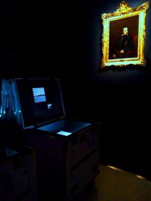 tecnologia a fianco di un ritratto di Niccolò Paganini - ovvero classico e modernità insieme