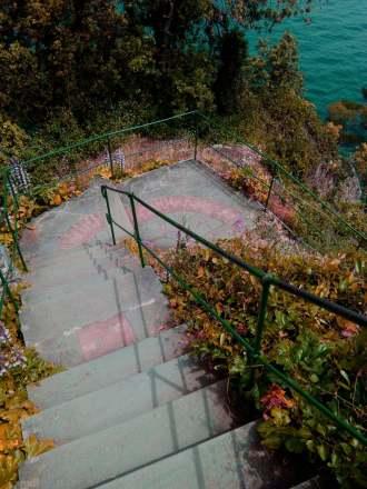 Le stradine strette della Liguria. Questa è vicino a Portofino, verso il faro.