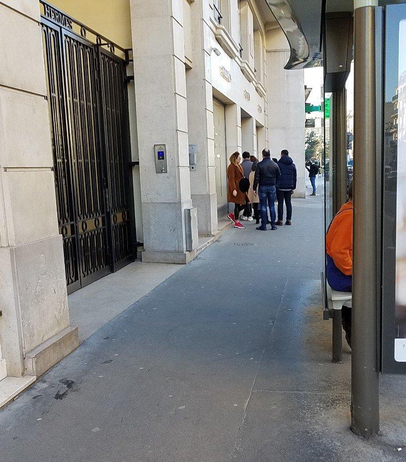 Hermes Sevres通り店の開店時間10:30の5分前