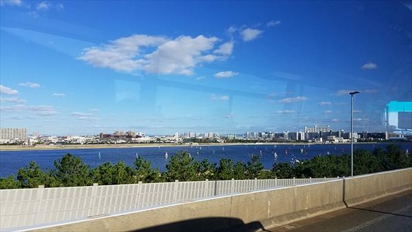三宮から関空行のリムジンバスからの車窓