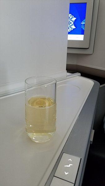 エールフランスのビジネスクラスで提供されたシャンパンです。銘柄はローラン ペリエ ラ キュベ(Laurent Perrier Brut)