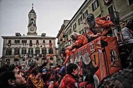 Il Carnevale di Ivrea. La Battaglia delle Arance. Foto @ Maurizio Gjivovich.