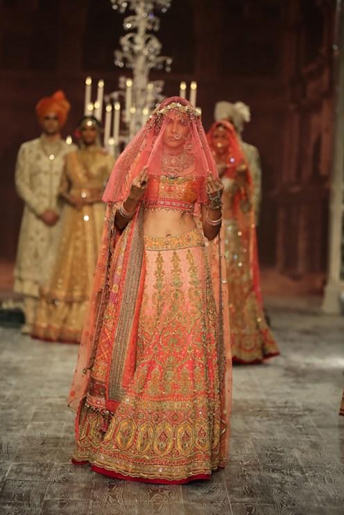 Day-2-FDCI-India-Couture-Week-2016-Tarun-Tahiliani-20