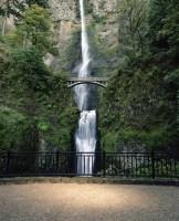USA, Oregon, Columbia River Gorge, Multnomah Falls and Benson Bridge
