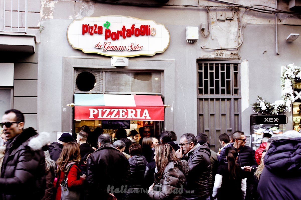 Where to eat the best pizza in Naples, discovered by locals. A list of the best pizzerias in Napoli.