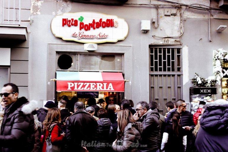 Pizzeria Naples - Napoli - Italian Pizzeria - Pizza a Portafoglio - Street food - Cheap