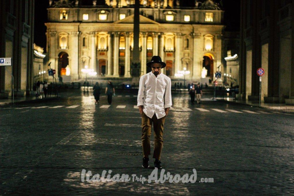 Piazza San Pietro - Vatican at night Italian Trip Abroad
