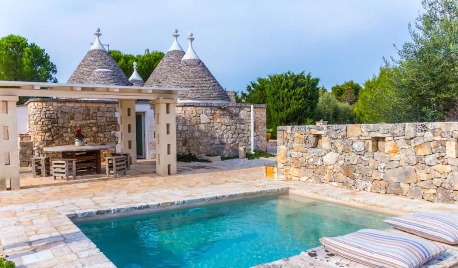 Trullo with swimming pool in Locorotondo, Puglia - Italy