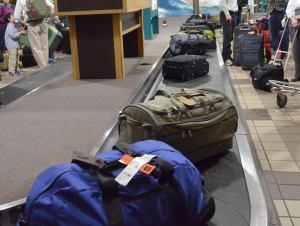 空港の荷物ベルトコンベヤー