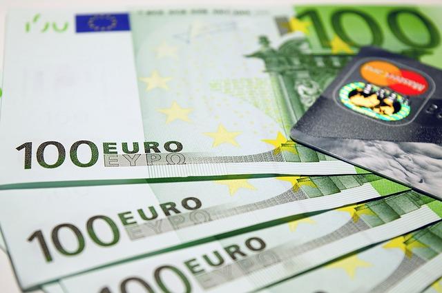 ユーロ札とクレジットカード