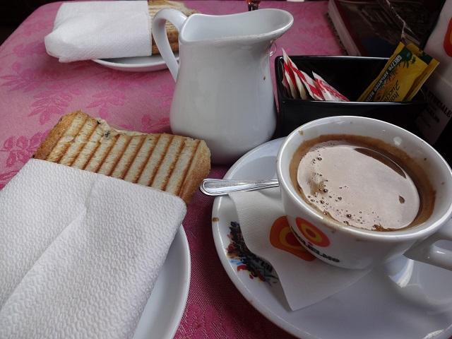 カステルモーラのカフェ