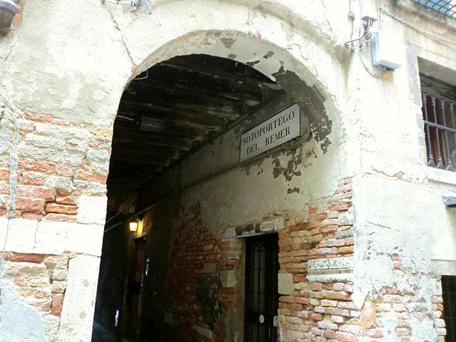 ヴェネツィア レメル小広場への道