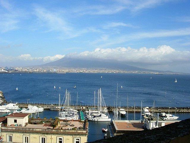 ナポリの海
