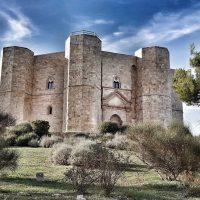 The mysteries and secrets of Castel del Monte; Francesca Bezzone; L'Italo-Americano