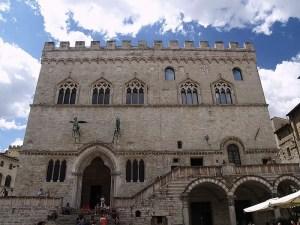 800px-Palazzo-Priori-Perugia