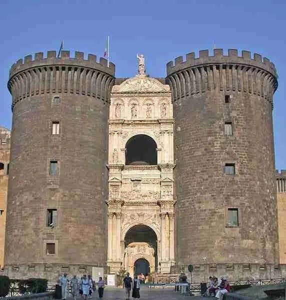 Naples_Castle_2