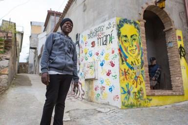 Jalil viene dalla Nigeria, ha 37 anni e vive felicemente a Riace da 1 anno e 7 mesi.