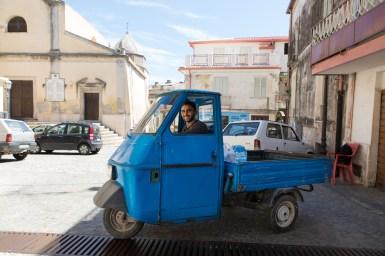 Ali, 28 anni, da un anno a Riace. Ha combattuto in Afghanistan come sergente insieme all'esercito americano.Ora è in Italia come richiedente asilo.