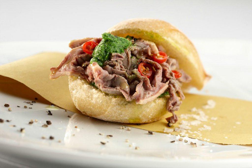 Lampredotto-sandwich-Tuscan cuisine-Italy4golf