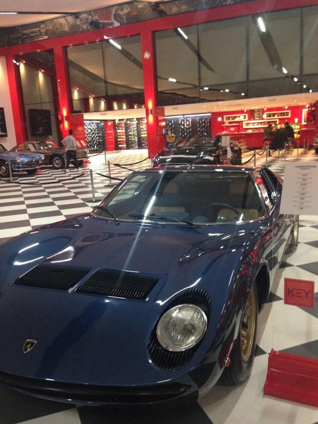 Lamborghini - Miura SV 1971 Lüks spor otomobil Miura modeli adını boğa yetiştiricisi Don Eduardo Miura'dan almıştır.