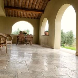 porticato in travertino pavimento pietra di rapolano
