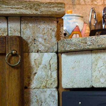 Cucina rustica in muratura rivestita in travertino e con sportelli in legno lavorato a mano 350 - Sportelli cucina muratura ...