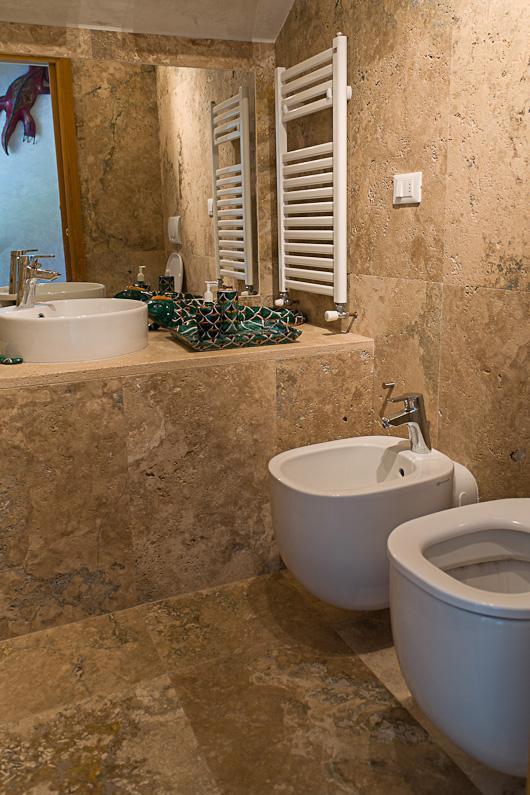 Casa colonica sulle colline fiorentine - Bagno in marmo costo ...